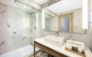 Deluxe & Balcony Bathrooms