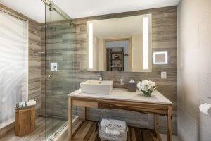 Deluxe two queen bed bathroom