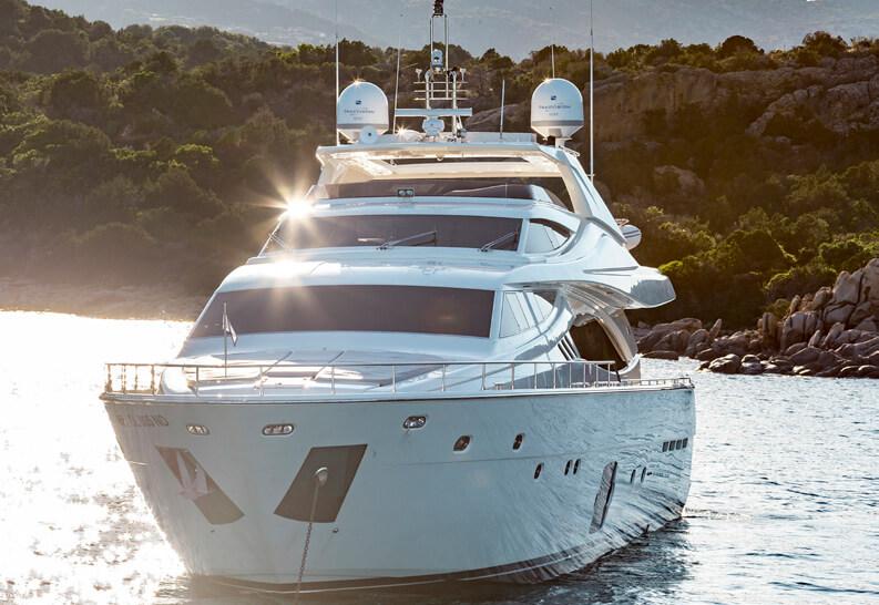 Ferretti881brochure-yacht-sardegnaluxury_-1