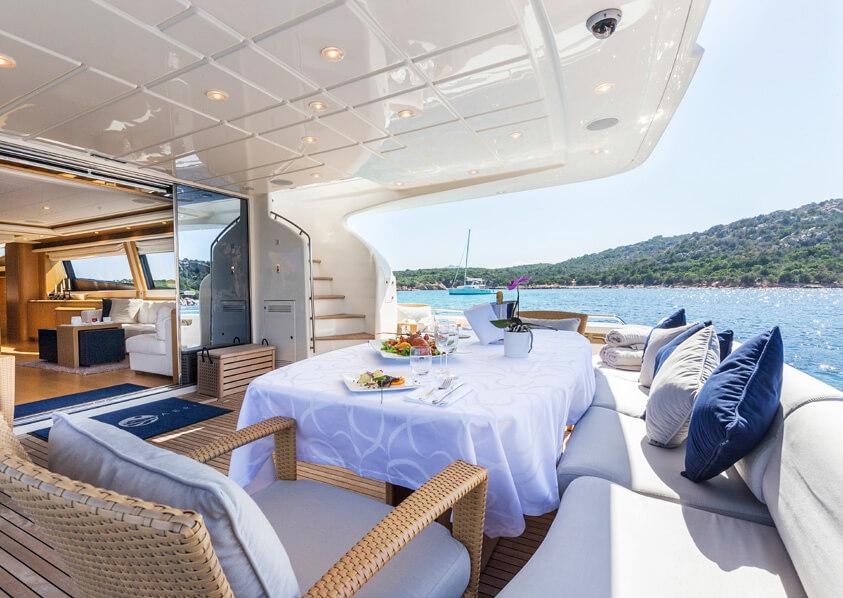 Ferretti881brochure-yacht-sardegnaluxury_-15