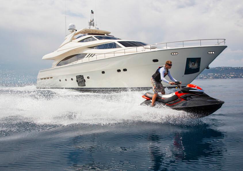 Ferretti881brochure-yacht-sardegnaluxury_-3