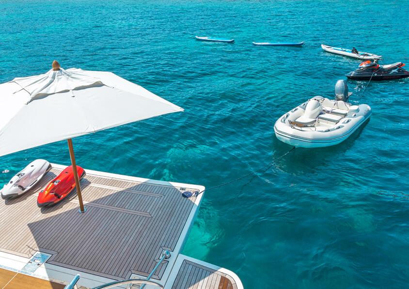 Ferretti881brochure-yacht-sardegnaluxury_-40