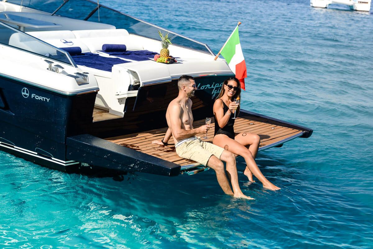 sardegnaluxury boat yacht charter service (www.sardegnaluxury.com)