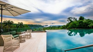 Luxlife Iguazu Gran melia pool and falls
