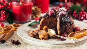 Christmasfruitpuddingonaplate